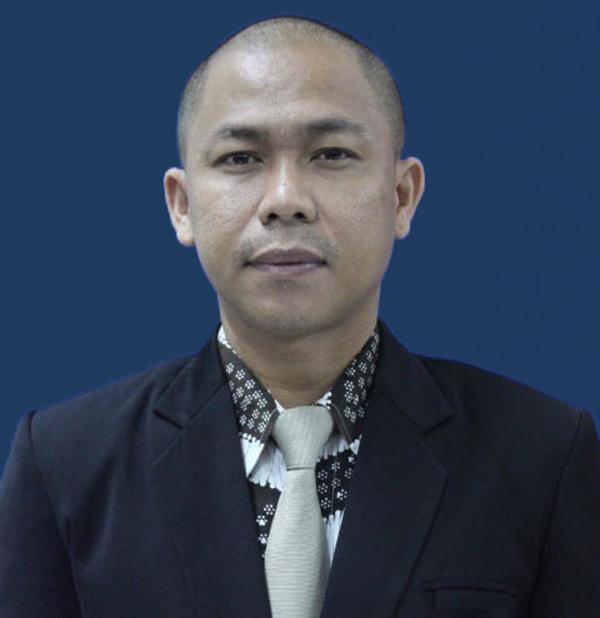 Dekan Fakultas Komunikasi dan Desain